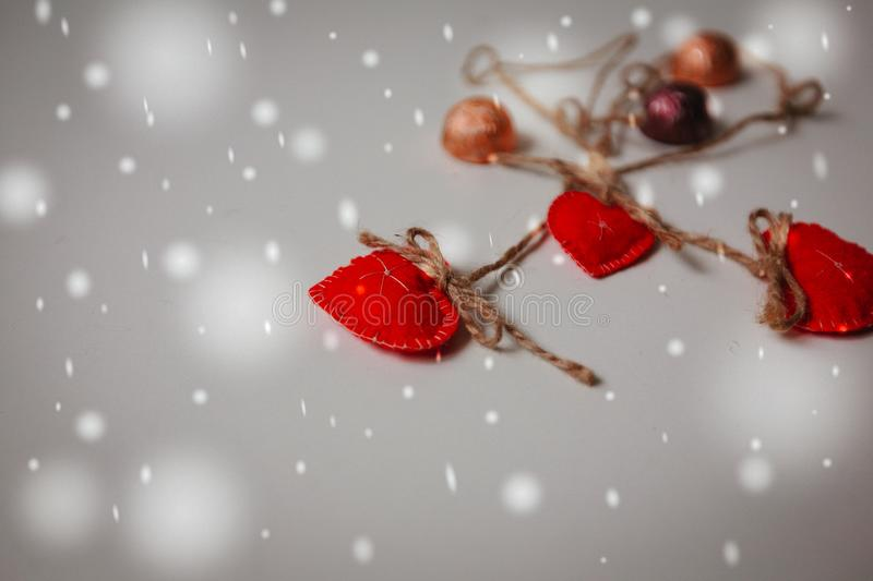 Valentine Day, décorations rouges d'hiver de Heards photo stock