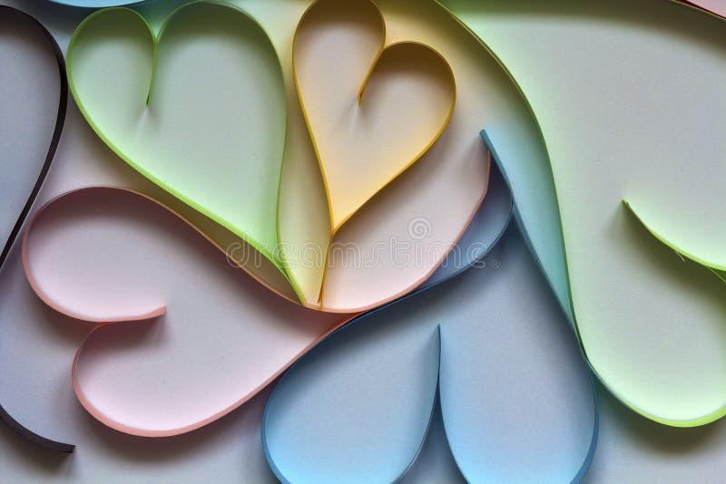 Valentine& x27; el fondo del extracto del día de s con colorido de papel cortada oye fotos de archivo
