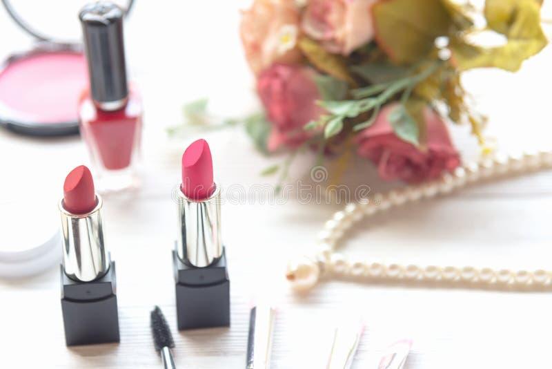 Valentine Gift Outils fond de cosm?tiques de maquillage et cosm?tiques de beaut?, produits et rouge ? l?vres facial de paquet de  images libres de droits