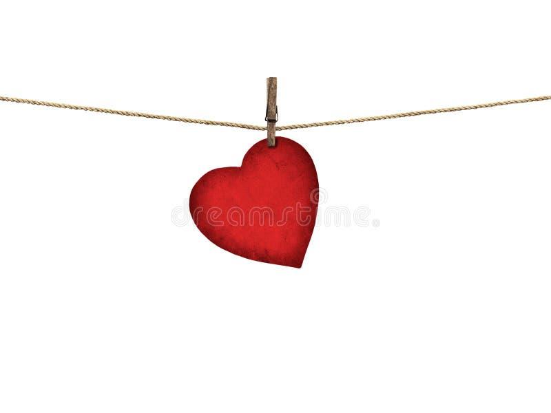 Valentine-kaarthart van het oude rode document hangen op een klonter wordt gevormd die stock foto's