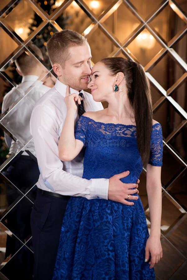 Valentine, liefde en verhouding Tederheid Jonge paar, meisje en vriend royalty-vrije stock foto's