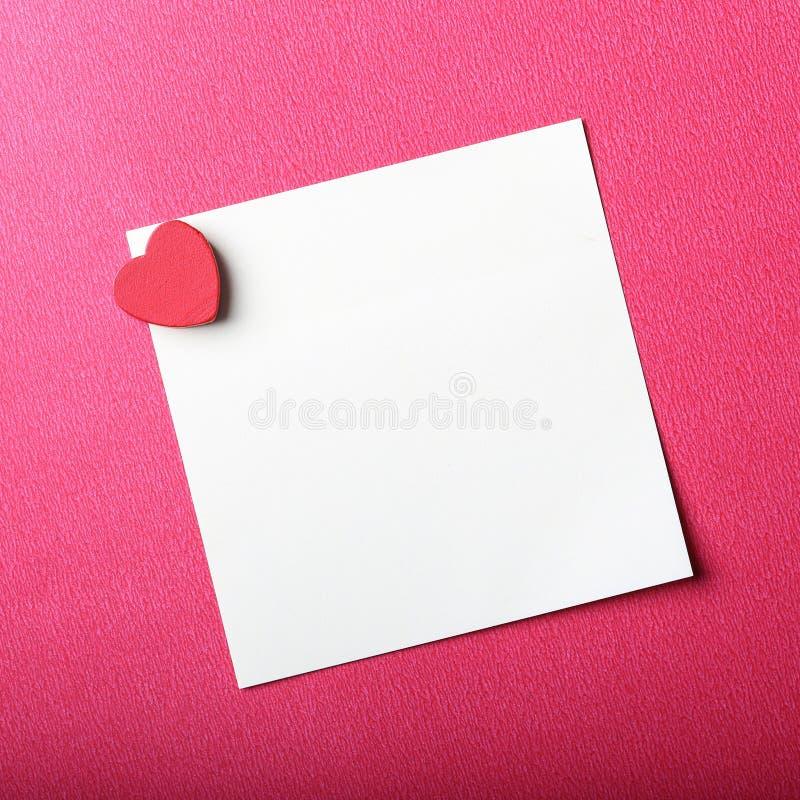 Valentine Note On Red Background foto de archivo libre de regalías