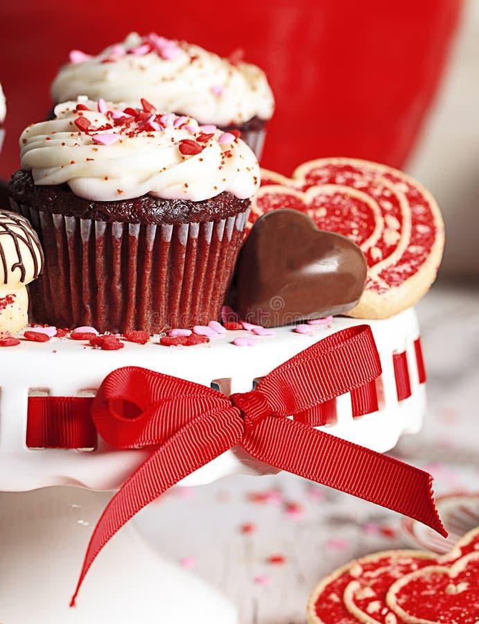 Valentine Red Velvet Chocolate Cupcake fotos de archivo