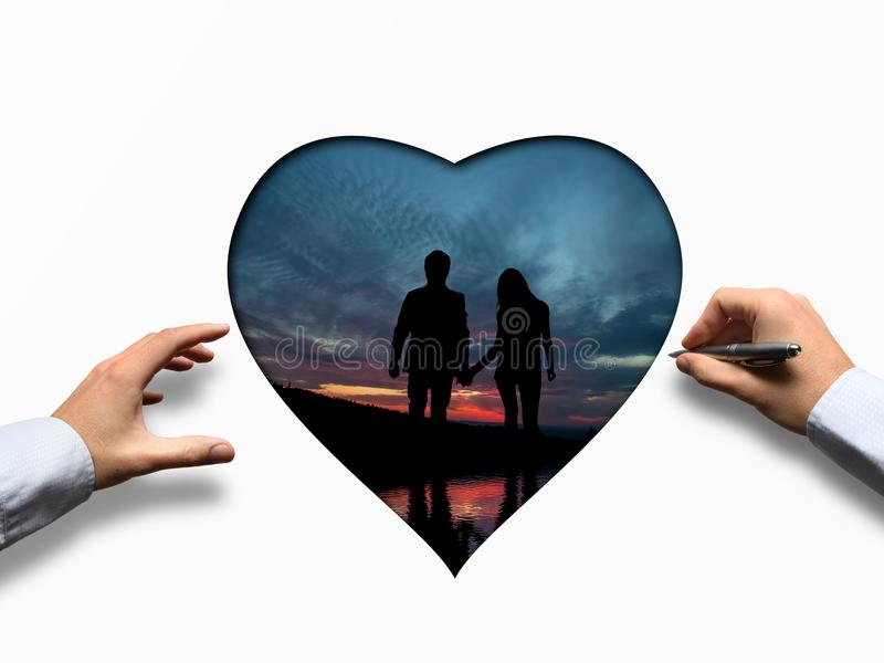 Valentine& x27; s与心脏的天在日落期间的概念和夫妇 免版税库存图片