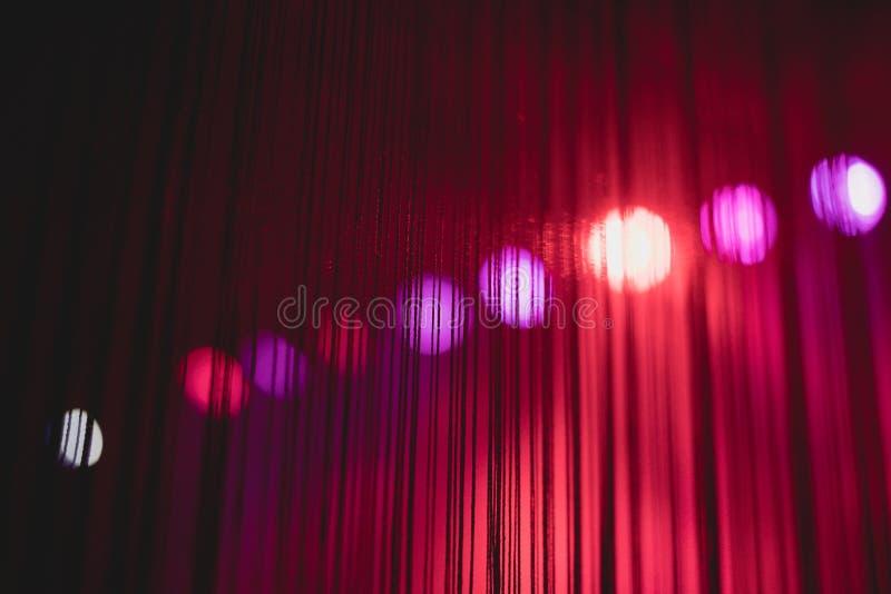 Valentines joyeuses pourpres fond abstrait élégant, décoration de la géométrie de mur image stock