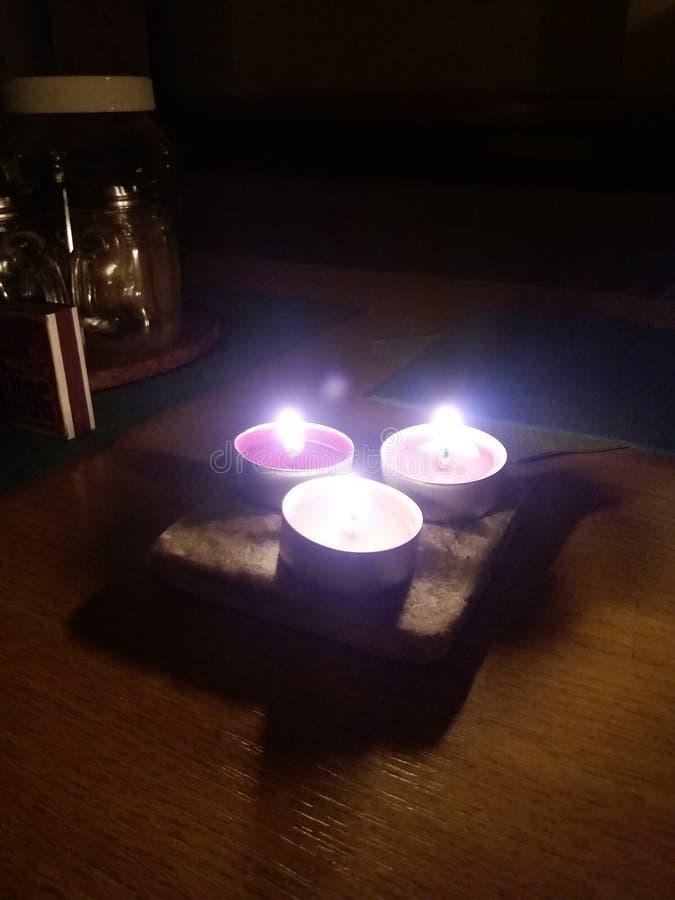 Valentines romantiques colorées bougies photos libres de droits