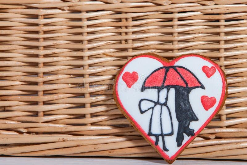 Valentinkaka i hjärtaform för beröm för dag för valentin` s fotografering för bildbyråer