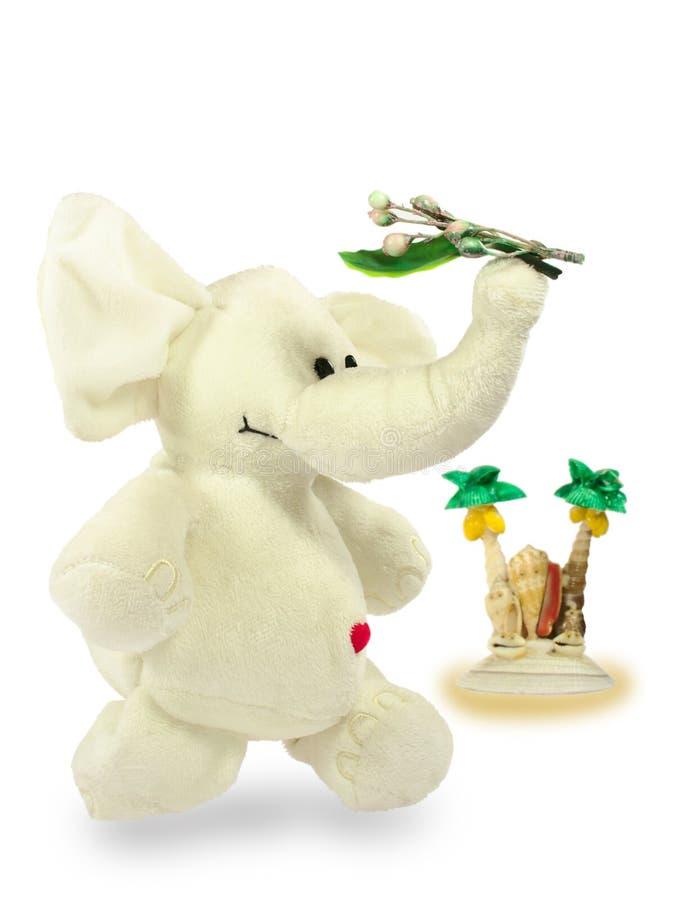 Valentins dag, röd hjärta, den vita flotta elefanten, bär en grön filial, en ö av skal, två palmträd royaltyfria bilder