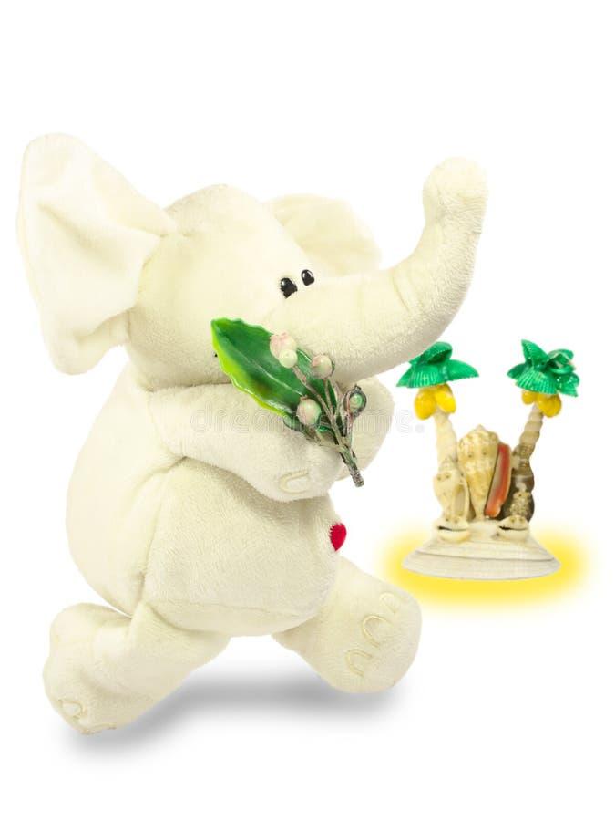 Valentins dag, röd hjärta, den vita flotta elefanten, bär en grön filial, gömma i handflatan ön arkivbild