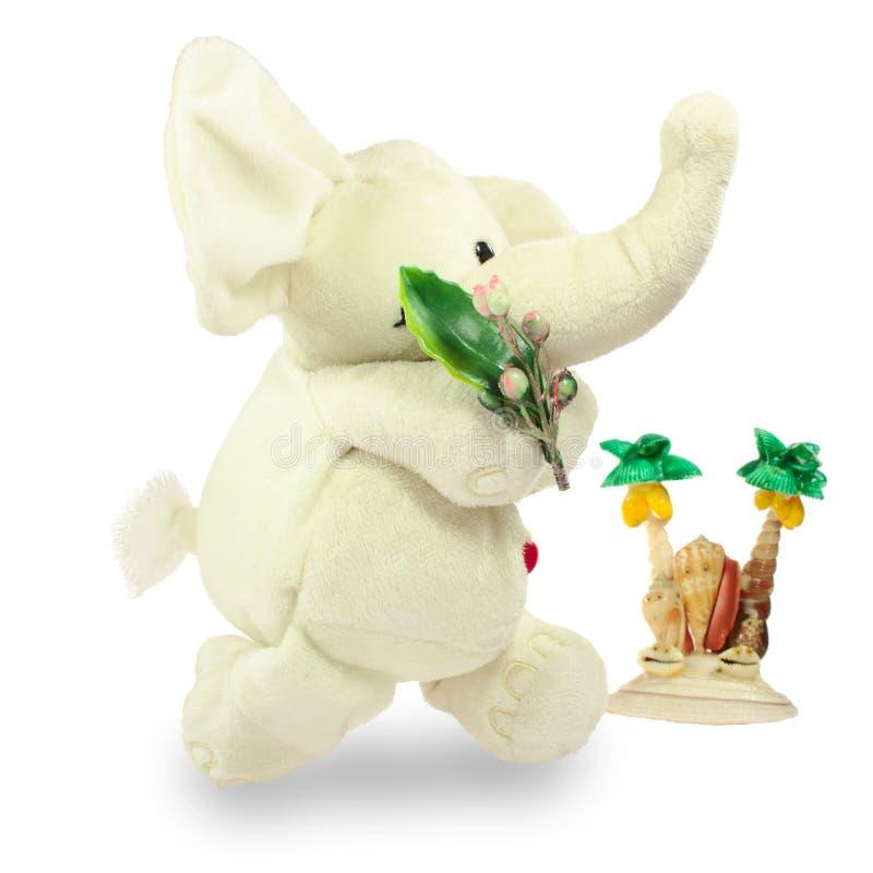 Valentins dag, röd hjärta, den vita flotta elefanten, går med en grön filial förbi palmträdet royaltyfri bild