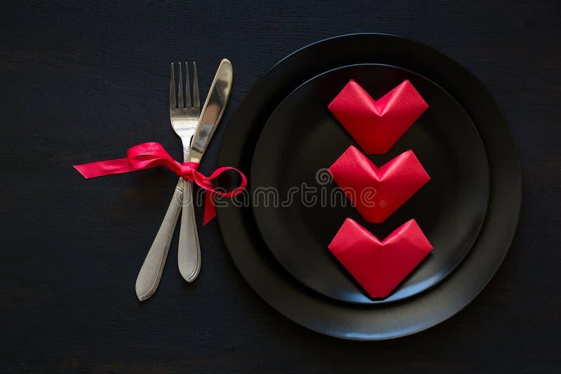 Valentinsgruß ` s Herz geformte gefaltete Papiere lizenzfreie stockfotos