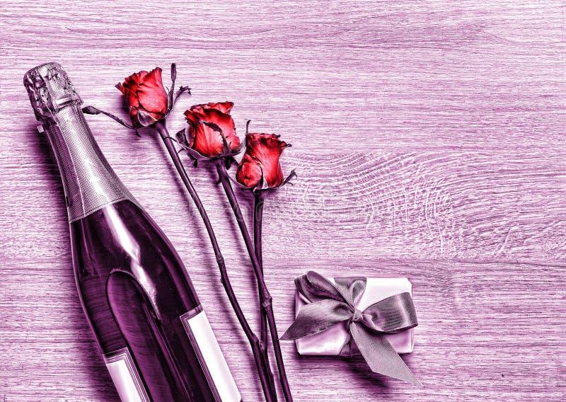 Valentinsgruß ` s Tag, Champagne, Geschenkbox, Geburtstag, Hochzeit, Mutter ` lizenzfreies stockfoto