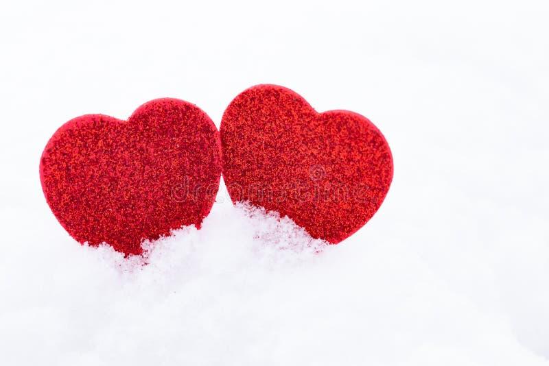 Valentinsgruß `s Tag Innere im Schnee stockfotos