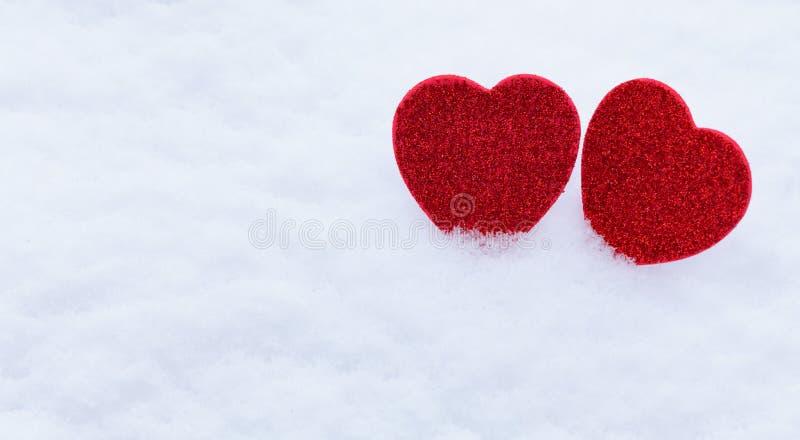Valentinsgruß `s Tag Innere im Schnee lizenzfreies stockbild