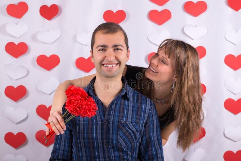 Valentinsgruß-Tag Smiley Couple lizenzfreie stockfotografie