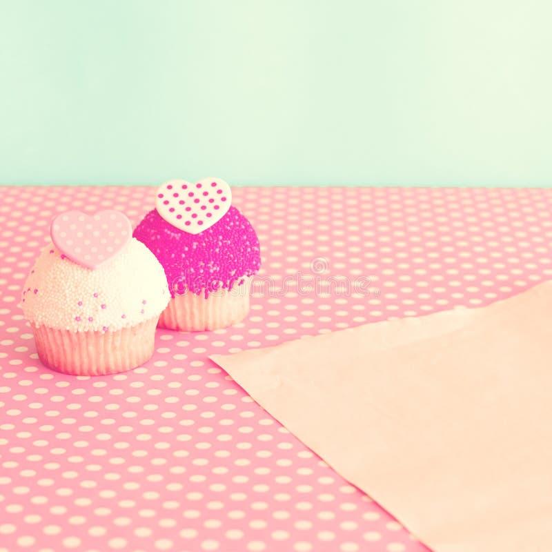 Valentinsgruß-Tageskleine kuchen lizenzfreie stockfotos