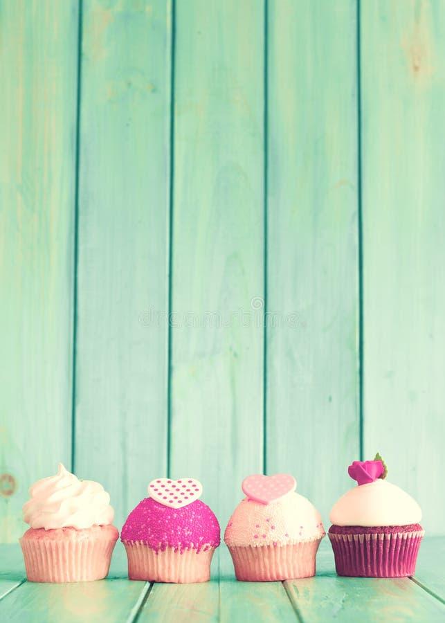 Valentinsgruß-Tageskleine kuchen lizenzfreie stockbilder