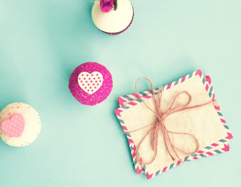Valentinsgruß-Tageskleine kuchen lizenzfreies stockbild