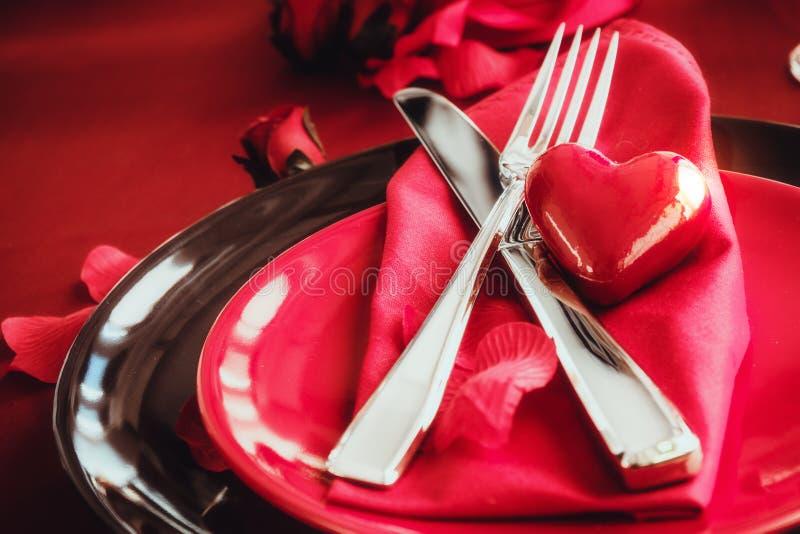 Valentinsgrußabendesseneinstellung stockbilder