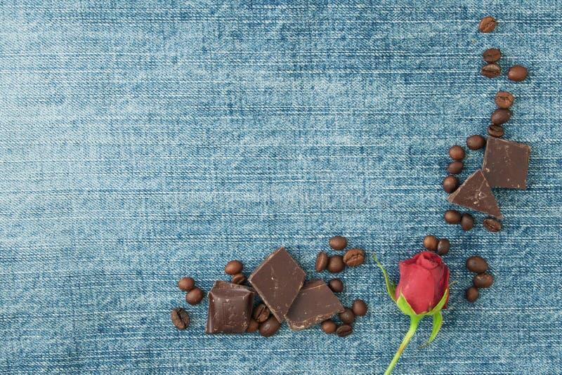 Valentinsgrußdenimhintergrund, Grußkarte mit ursprünglichem Gewebe stockfotos