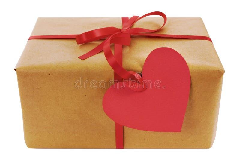 Valentinsgrußgeschenk, Paket des braunen Papiers, rotes Herzform-Geschenktag stockfotografie