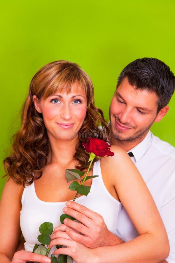 Valentinsgrußliebespaare mit stiegen stockbild