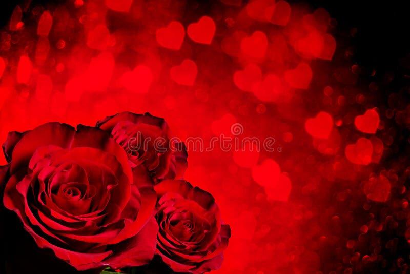 Valentinsgrußtageshintergrund mit Rosen stockfotografie