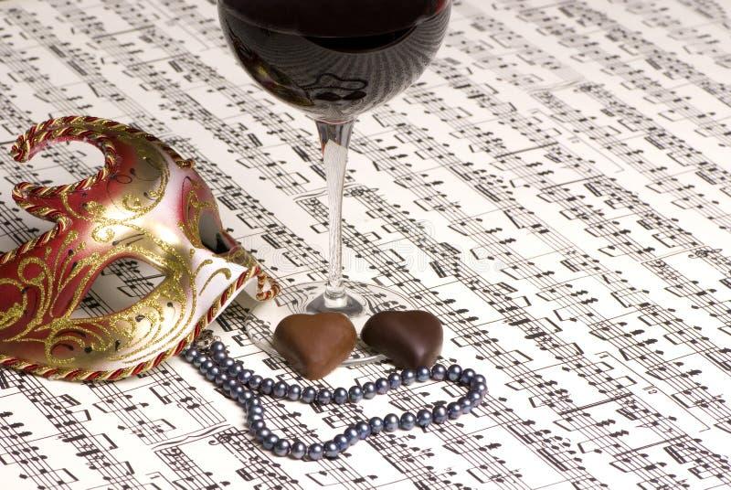 Valentinsgrußwein mit Musik lizenzfreie stockfotografie