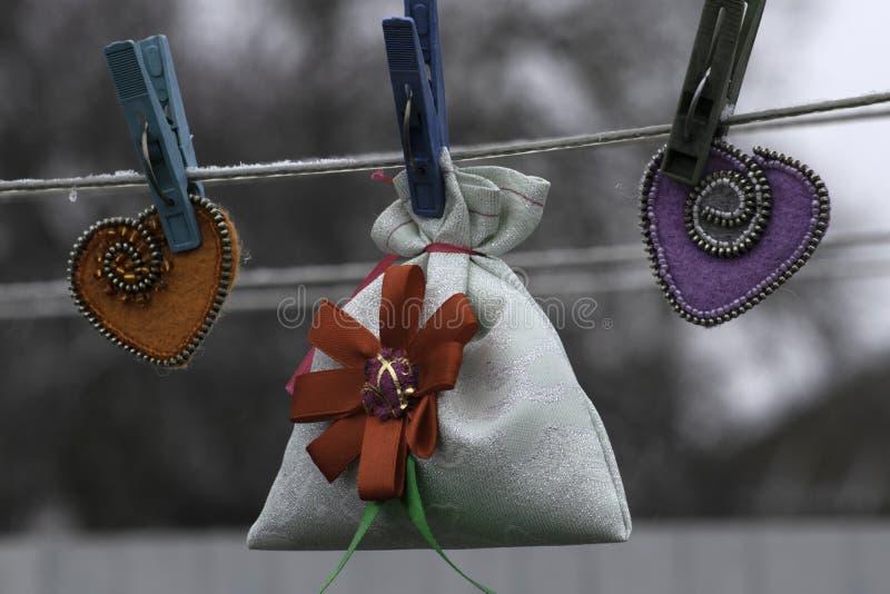 Valentinstag, handgemachte Produkte vom Filz lizenzfreie stockfotografie