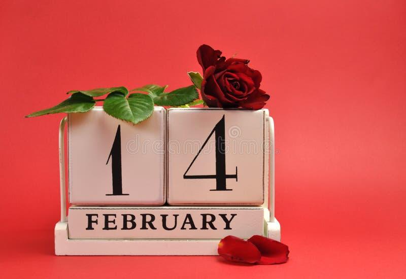 Download Valentinstag. Speichern Sie Den Datumskalender Mit Rotrose Gegen  Einen Roten Hintergrund. Stockbild