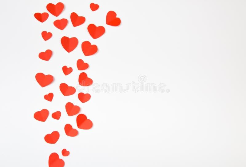 Valentinstaghintergrund mit roten Herzen, Draufsicht - Bild stock abbildung