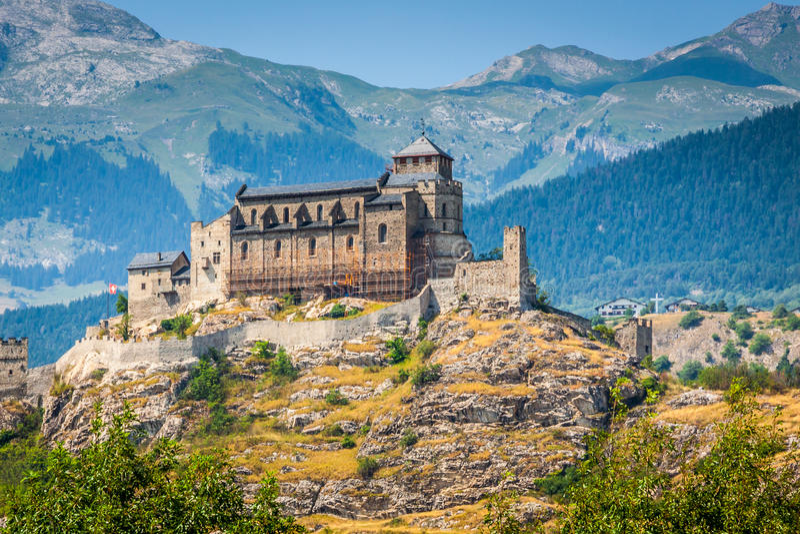 Valere basilika och Tourbillon slott, Sion, Schweiz arkivbilder