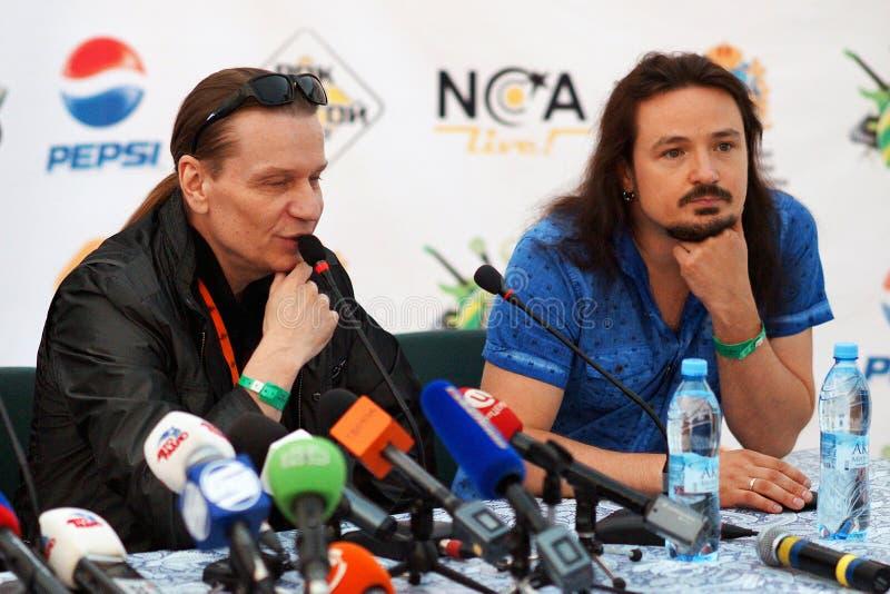 Valery Kipelov y Andrey Golovanov en una rueda de prensa fotos de archivo libres de regalías
