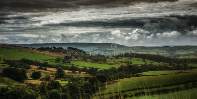 Vales de Yorkshire do campo em Yorkshire, Inglaterra o Reino Unido imagem de stock