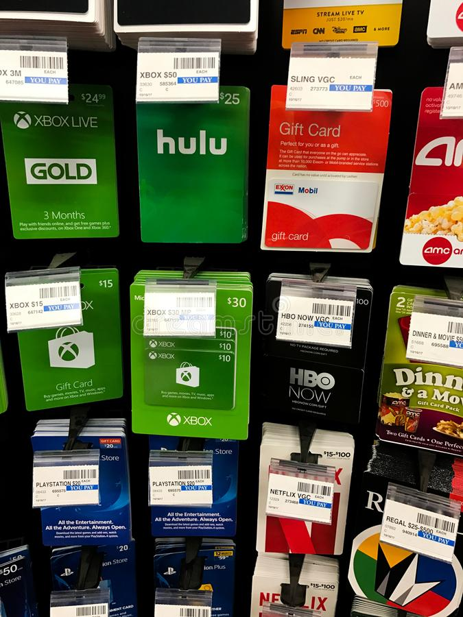 Vales-oferta em uma loja chain da farmácia imagens de stock