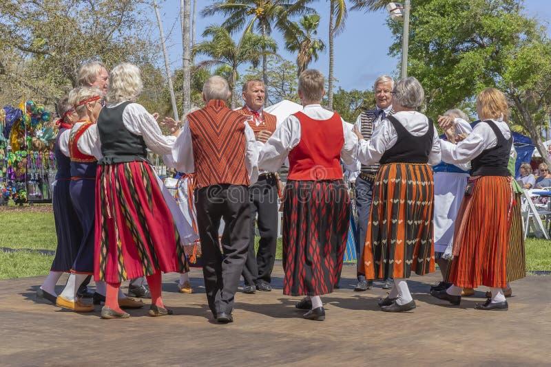 Valeur de lac, festival de la Floride, Etats-Unis le 3 mars 2019 Sun de minuit célébrant la culture finlandaise photo libre de droits
