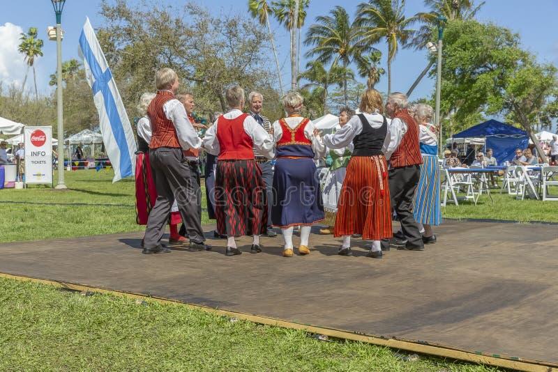 Valeur de lac, festival de la Floride, Etats-Unis le 3 mars 2019 Sun de minuit célébrant la culture finlandaise images libres de droits