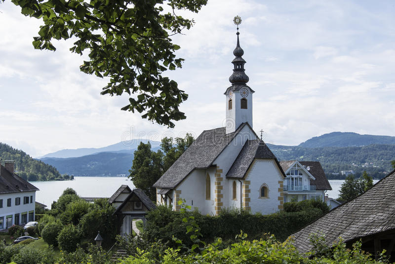 Valeur de Maria dans le lac Worthersee, Autriche photographie stock