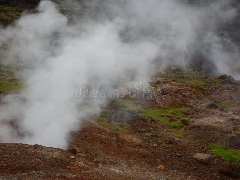 Valey di Hveragerdi delle correnti e delle cascate calde in Islanda immagine stock libera da diritti