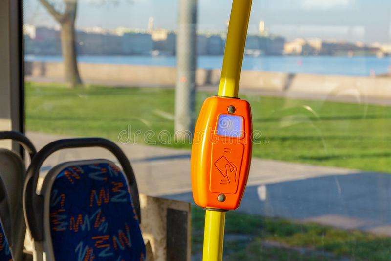 Validator στις σύγχρονες μεταφορές στοκ φωτογραφίες