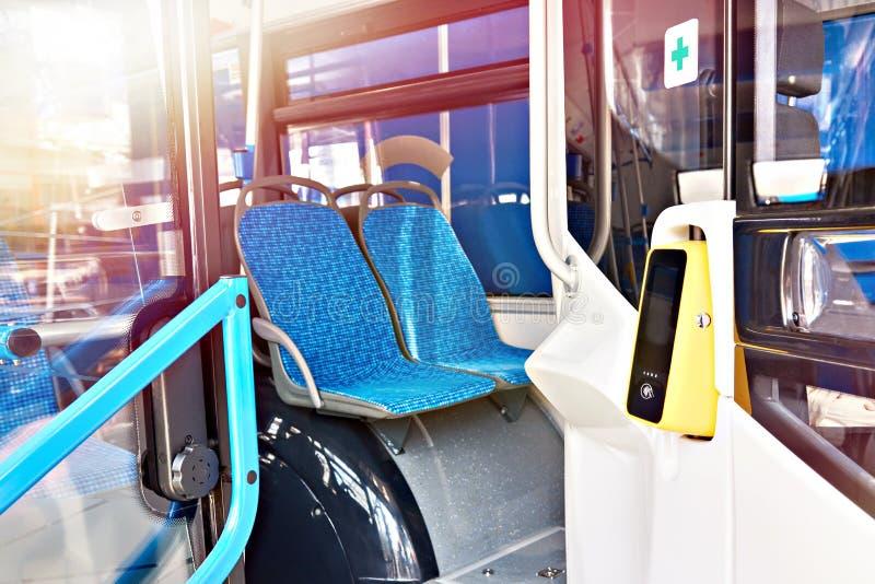 Validator för biljettpris på bussen royaltyfria bilder