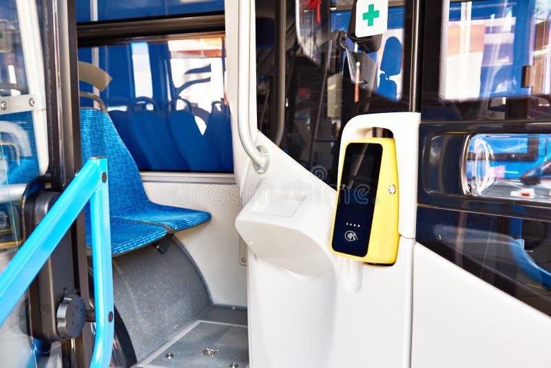 Validator per il prezzo sul bus fotografia stock libera da diritti
