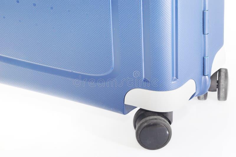 Valigia blu sulle ruote immagini stock libere da diritti