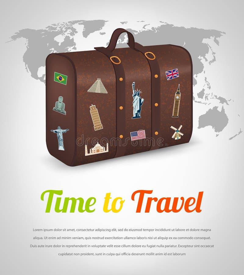 Valigia d'annata con la raccolta delle etichette di viaggio illustrazione di stock