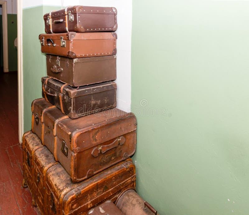 Valigie antiche d'annata dei bagagli immagine stock libera da diritti