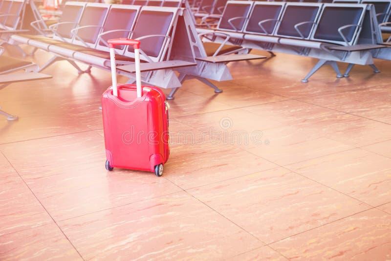 Valise au refuge d'aéroport photographie stock libre de droits