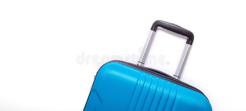 Valise bleue des vacances d'?t? cr?atives de fond blanc, vacances, banni?re de concept de voyage photos stock