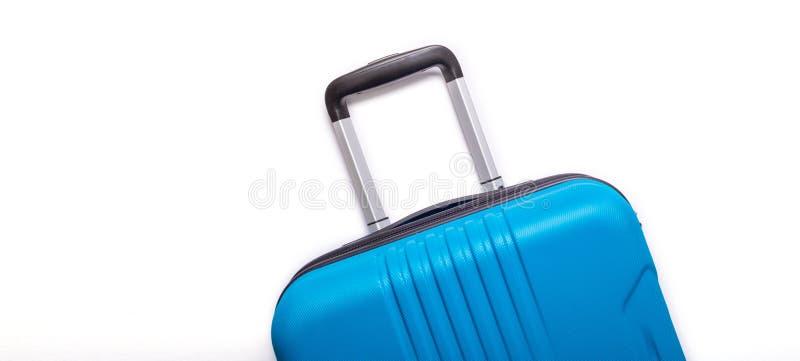 Valise bleue des vacances d'?t? cr?atives de fond blanc, vacances, banni?re de concept de voyage photos libres de droits
