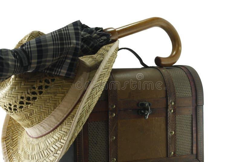 Valise, chapeau de paille et parapluie en cuir photographie stock