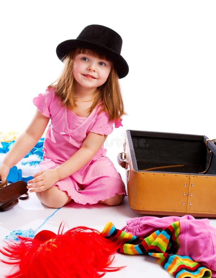 valise d'emballage de fille photos libres de droits